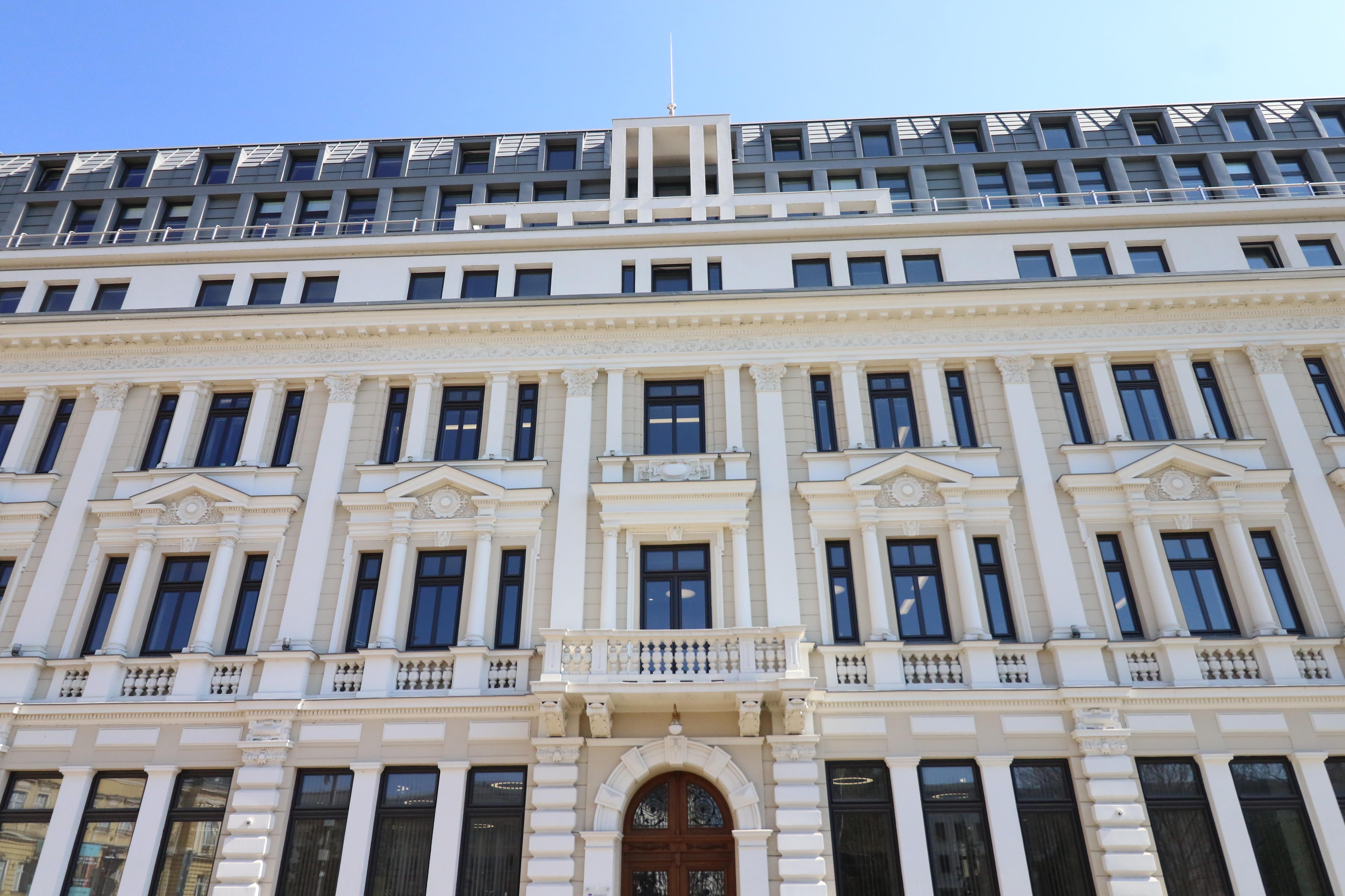 """Концертен комплекс """"България"""". През 1932 е проведен конкурс за архитектурен проект, който е спечелен от архитектите Станчо Белковски и Иван Данчов."""