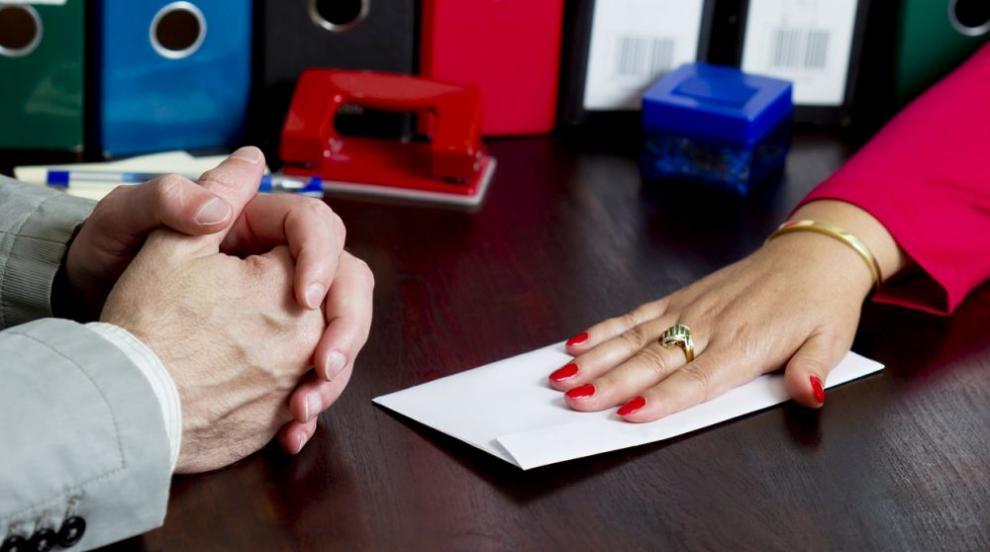 Жена получи условна присъда за опит за подкуп на...