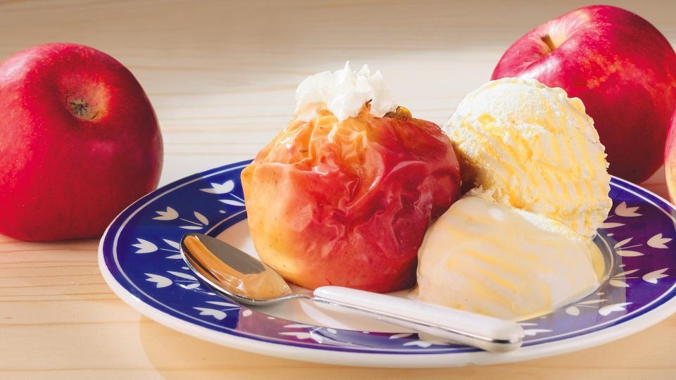 Печени ябълки с ванилов сос