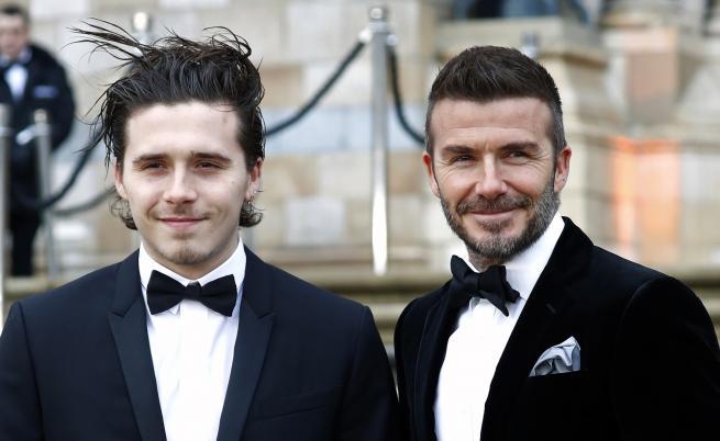 Като близнаци: баща и син заедно на червения килим (СНИМКИ)