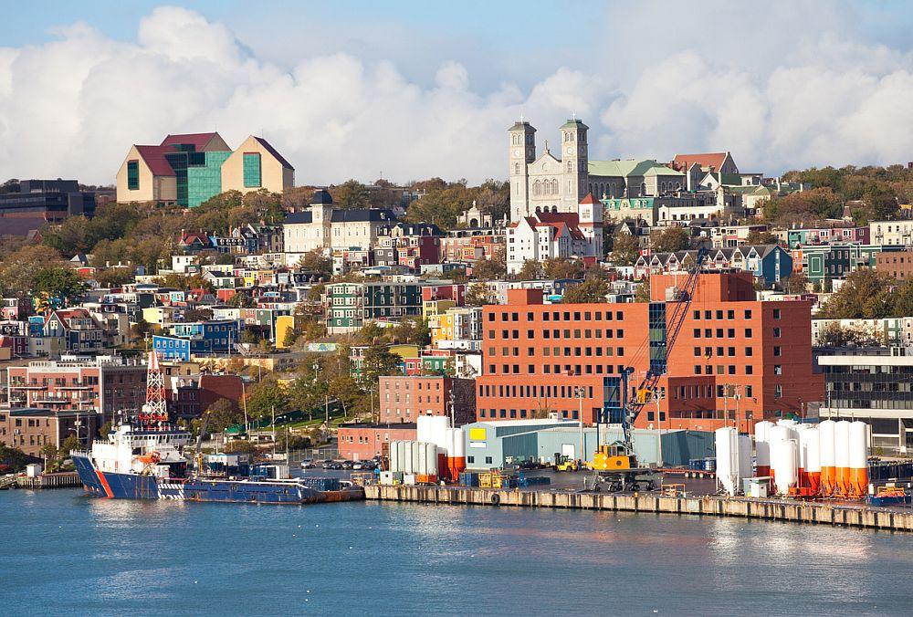Сейнт Джонс е столицата на островната държава Антигуа и Барбуда на Карибите