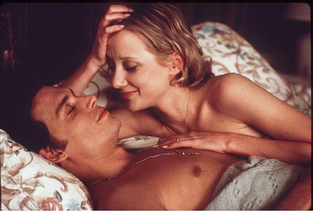 Джони Деп и Ан Хечи през 1997 г. в сцена от филма