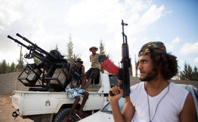 Русия отрече намеса в Либия, войната ескалира