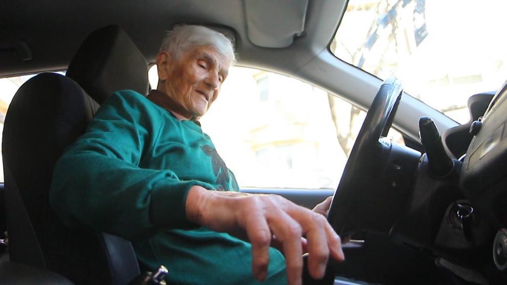 Станка Василева смята, че възрастните шофьори са по-внимателни.