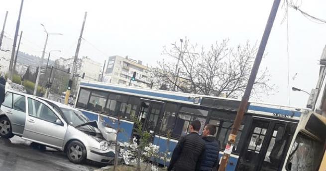 Снимка: Седем пострадали при инцидент с автобус във Варна