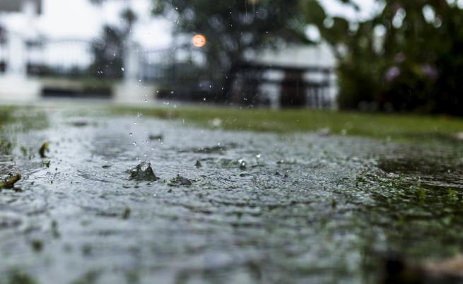 Жълт код за интензивни валежи в 16 области