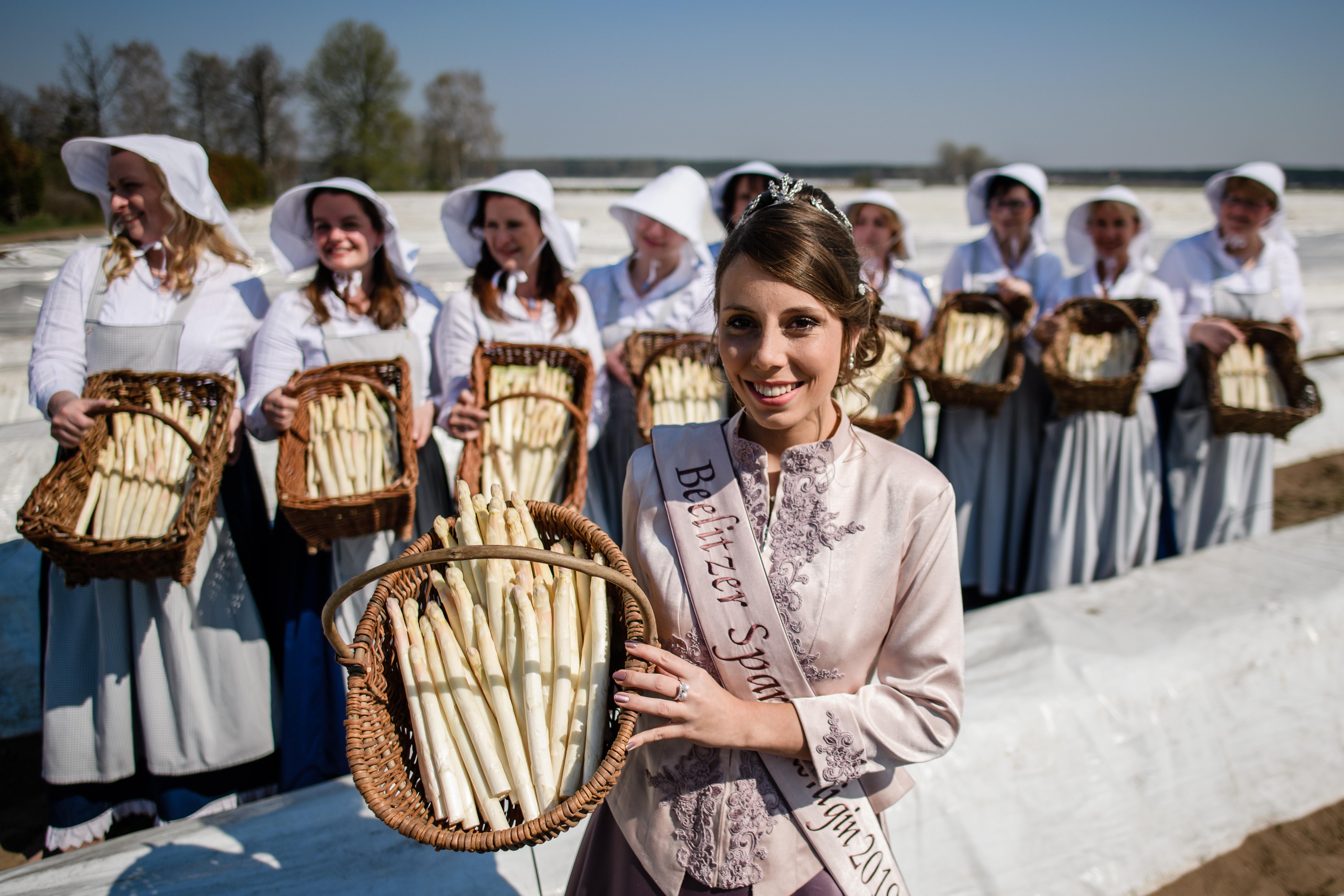 """Кристин Райх бе избрана за """"Кралица на аспержите"""" в Белиц, Германия"""