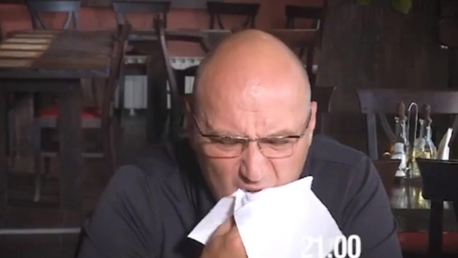 Косъм в чинията вбеси шеф Манчев