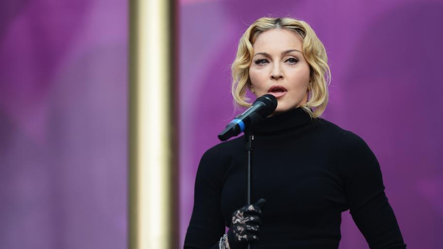 Звездна мама: Мадона с трогателен жест към шестте ѝ деца