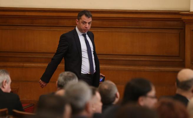 Делян Добрев подава оставка като депутат