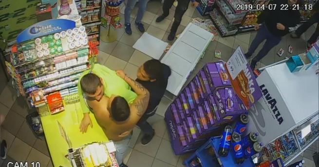 Побоят над служител в денонощен магазин в ГабровоТрима души пребиха
