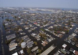 Над 22 000 души са засегнати от наводнения в Индонезия