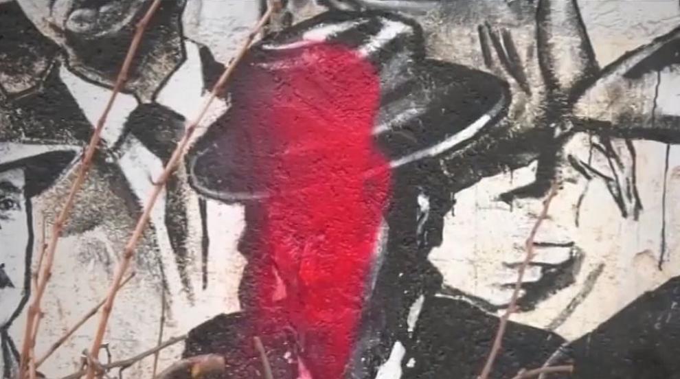 Вандализъм: Заляха с боя портрети на известни личности, изрисувани по...
