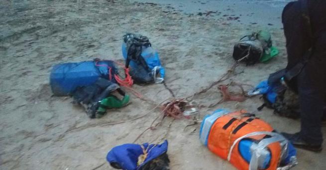 Снимка: Предупреждават: В морето край Шабла може да има още кокаин, хората да са бдителни