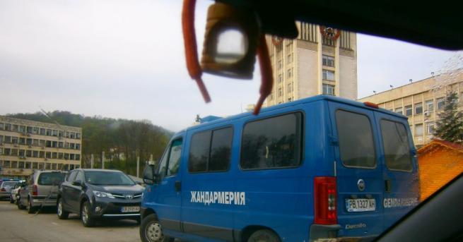 Продължава специализираната полицейска операция, въведена в Габрово заради усложнената обстановка.