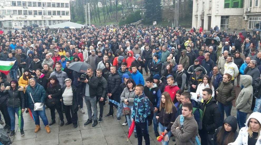Нова вечер на протести в Габрово (ВИДЕО)