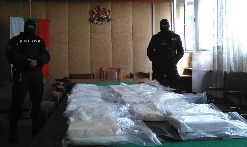 Строителни работници открили сака с кокаин край Варна