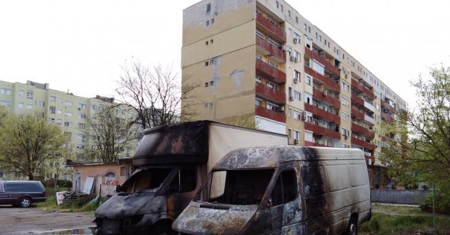 Снимка: Запалиха колите на търговци в Димитровград