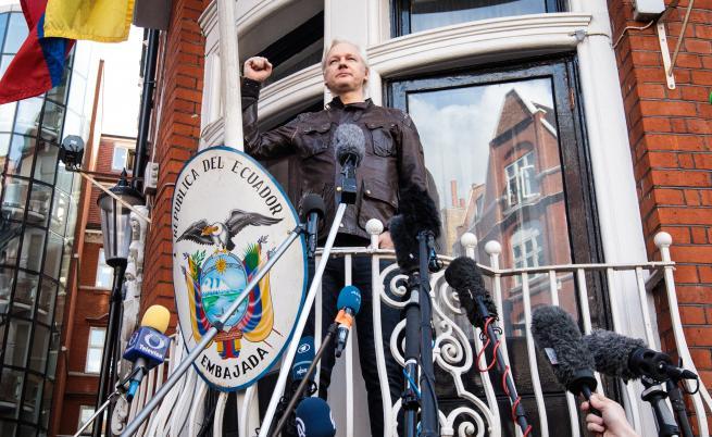 Седемте години на Асандж в посолството, какво следва