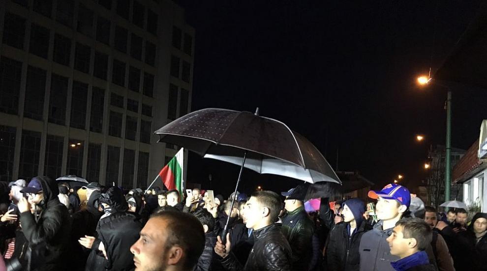 Без сблъсъци и напрежение по улиците на Габрово в поредната вечер на...