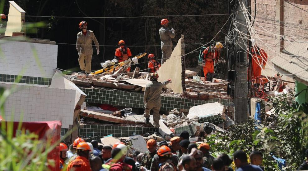 Две незаконни сгради рухнаха в Рио де Жанейро, петима загинаха