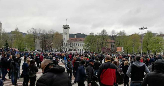 Протестът на площад Възраждане в Габрово започна малко след 18:00