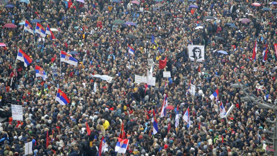 <p>Огромен протест в Белград, искат оставката на Вучич</p>