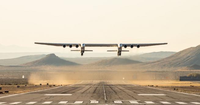 Най-големият самолет в света, конструиран от американската компания
