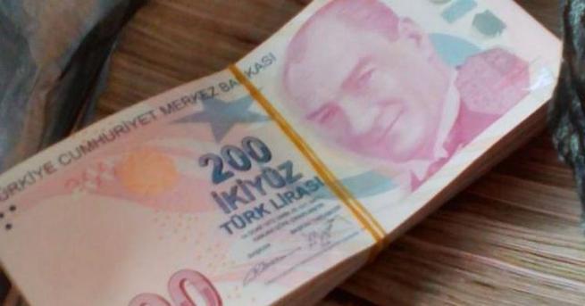 Снимка: Намериха над 300 000 турски лири в дамска чанта на `Капитан Андреево