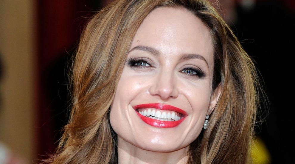 """Официално: Анджелина Джоли махна """"Пит"""" от името си"""