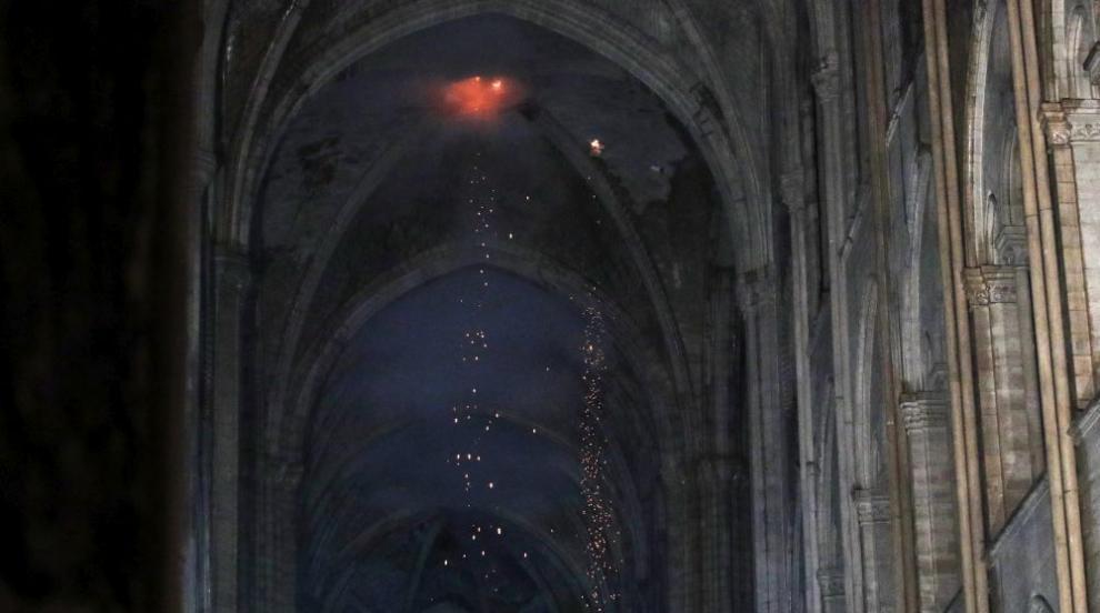 Пожарът в катедралата Нотр Дам предизвика шок по света (СНИМКИ)