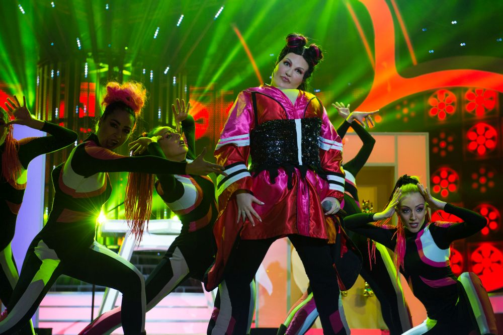 Тита като израелската певица Нета Барзила