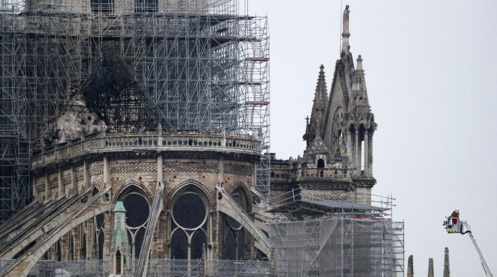 """След опустошителния пожар: Катедралата """"Нотр Дам"""" оцеля (СНИМКИ/ВИДЕО)"""