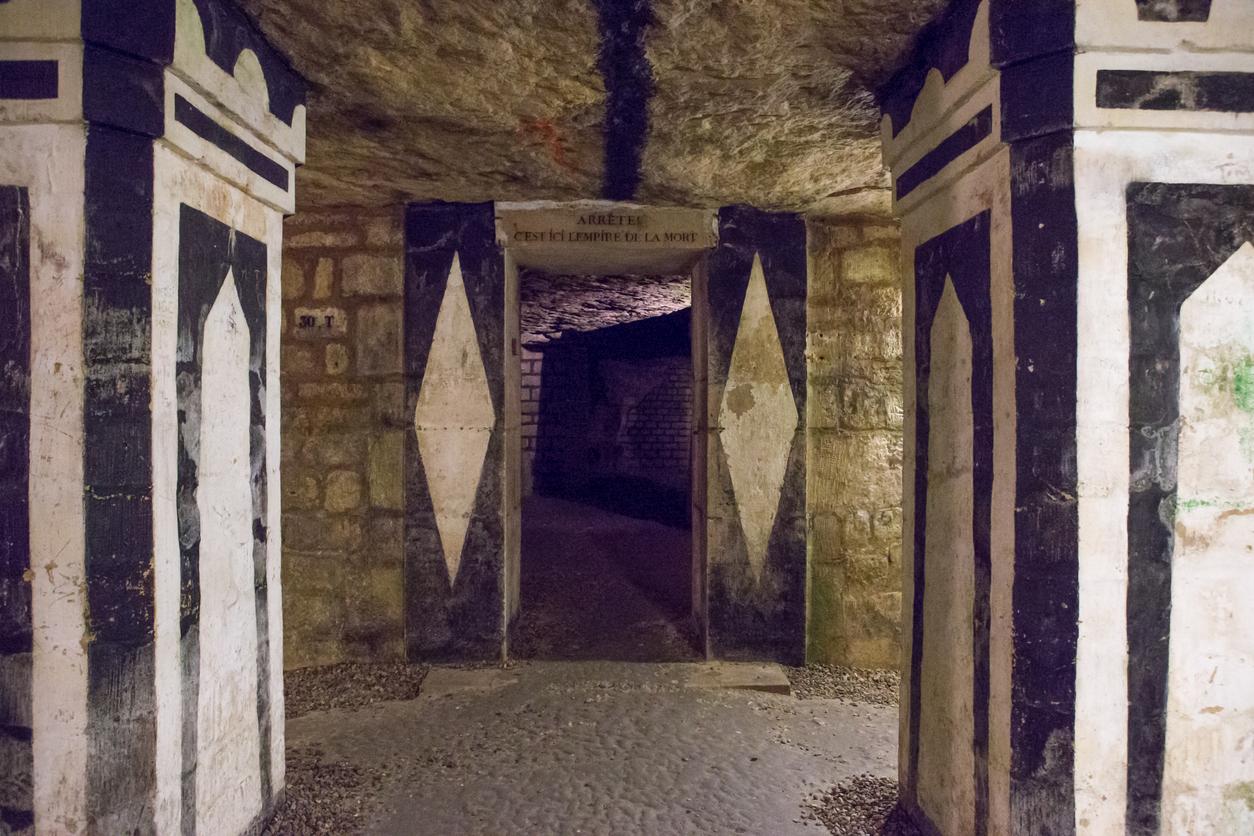 Коридорите са дълги около 2 км и се намират на около 20 м под улиците на Париж.