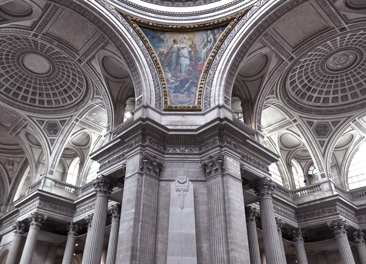 Пантеонът е ярък представител на неокласическата архитектура, а след Френската революция е превърнат в национален паметник.