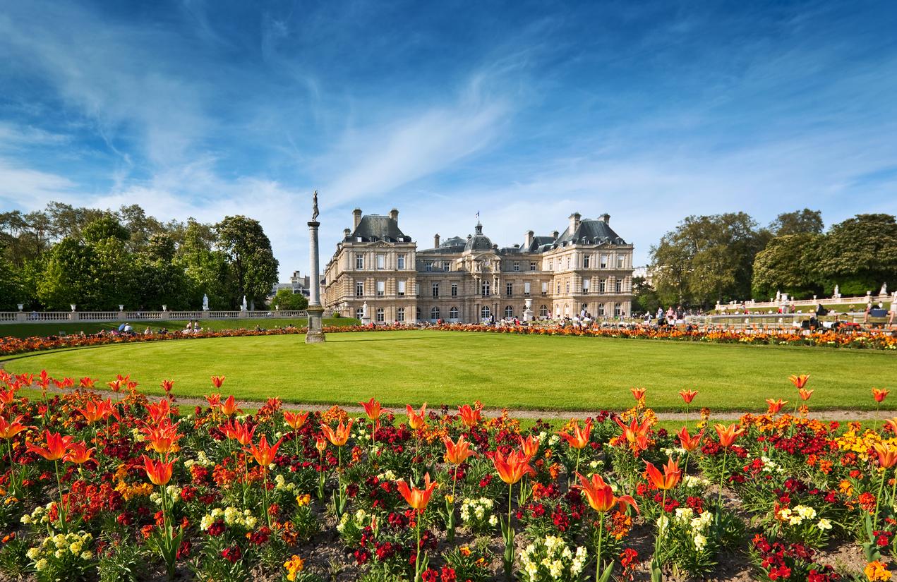 Един от символите на града е построен през 1612 г. по заповед на Мария Медичи, вдовицата на Анри IV. През XIX в. архитектът Жан-Франсоа-Терез Шалгрен я обновява.