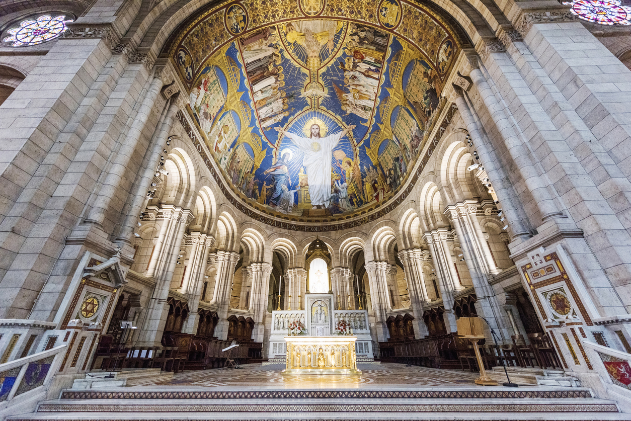 Базиликата е построена в романско-византийски стил от 1874 г. до 1914 г.