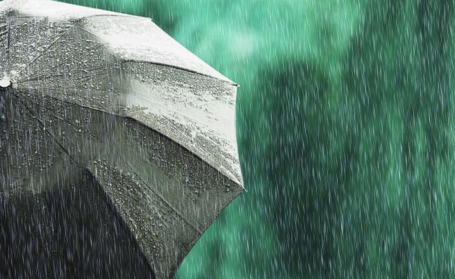 Валежи днес, опасно време на някои места
