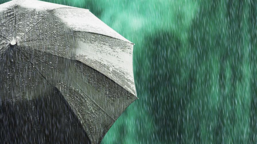 <p>Кога спира да вали, рязка смяна, натрупа сняг</p>