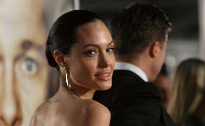 Анджелина Джоли махна