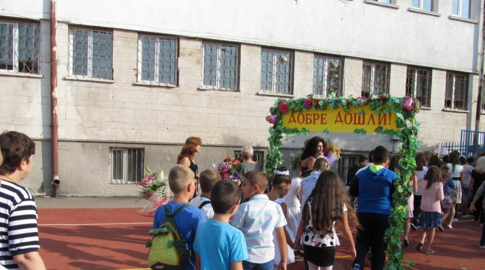 Вижте новите дати за прием в детски градини и в първи...