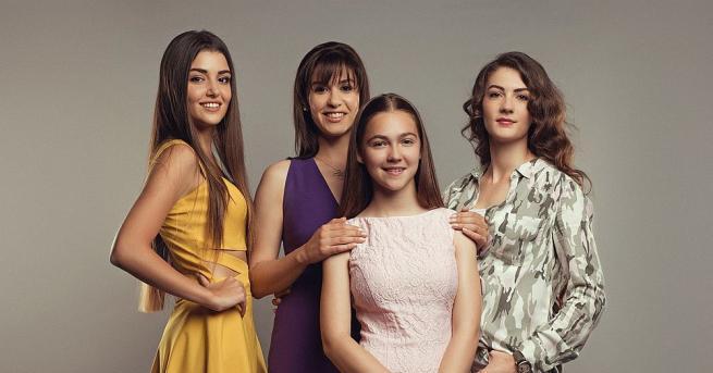 На 22 април в ефира на стартира премиерният сериал ,