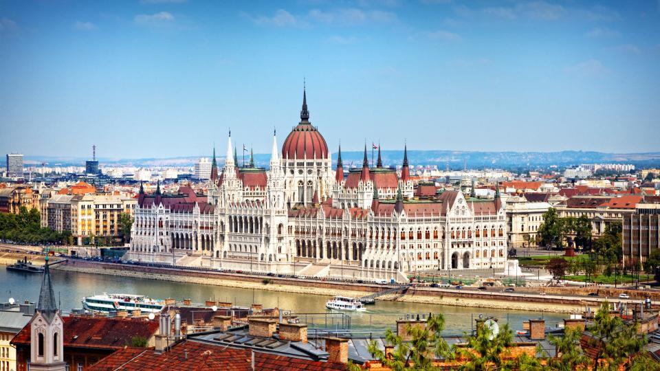 Столицата, към която има най-голям туристически интерес, е...