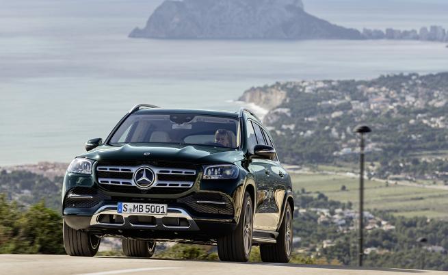 Mercedes GLS застава срещу BMW X7 с битурбо V8 и седем места