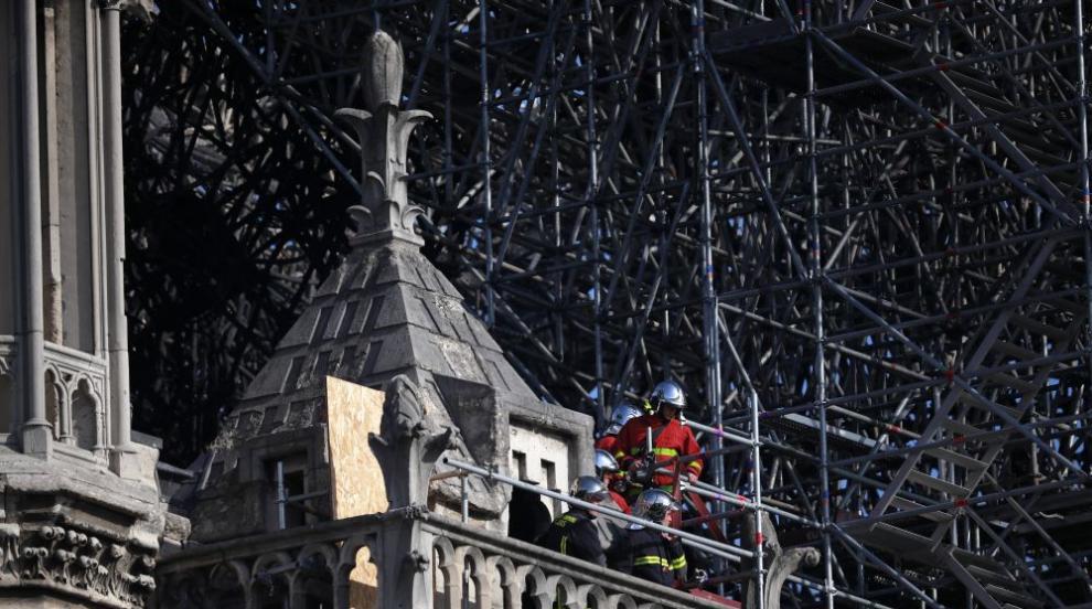 "Стабилизираха повредената структура на ""Нотр Дам"""