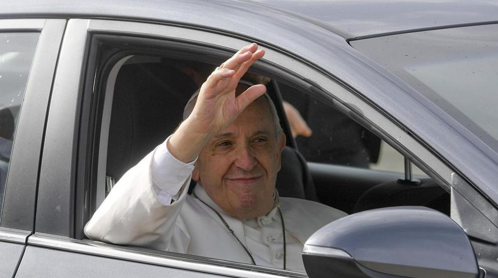 Автомобилите на Папа Франциск - да надникнем зад волана