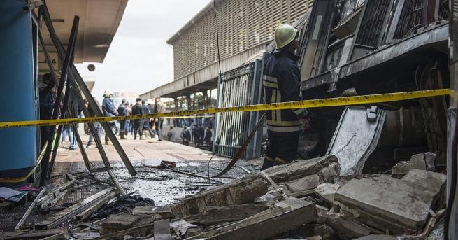 Около 30 души получиха наранявания, след като пътнически влак дерайлира