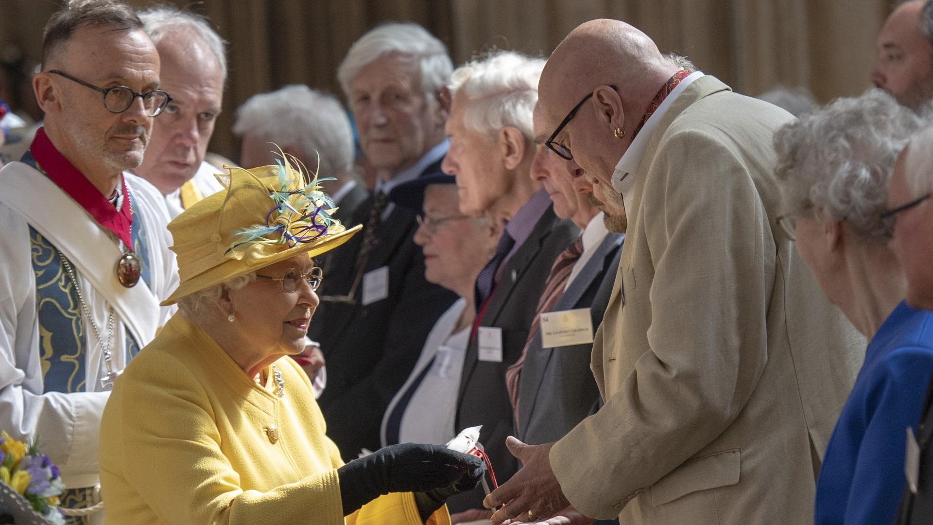 """Тази година тя пристигна в параклиса """"Сейнт Джордж"""" в Уиндзорския дворец, където се състоя сватбата на принцеса Юджини миналия октомври. Венчавката й се състоя няколко месеца след тази на принц Хари и американската му съпруга Меган Маркъл."""