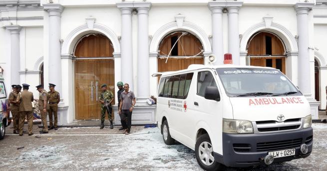 Снимка: Експлозии почерниха Великден в Шри Ланка
