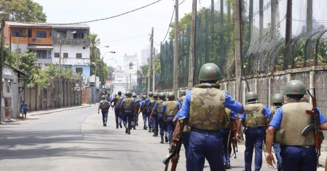 Снимка: Властите на Шри Ланка въвеждат отново полицейски час